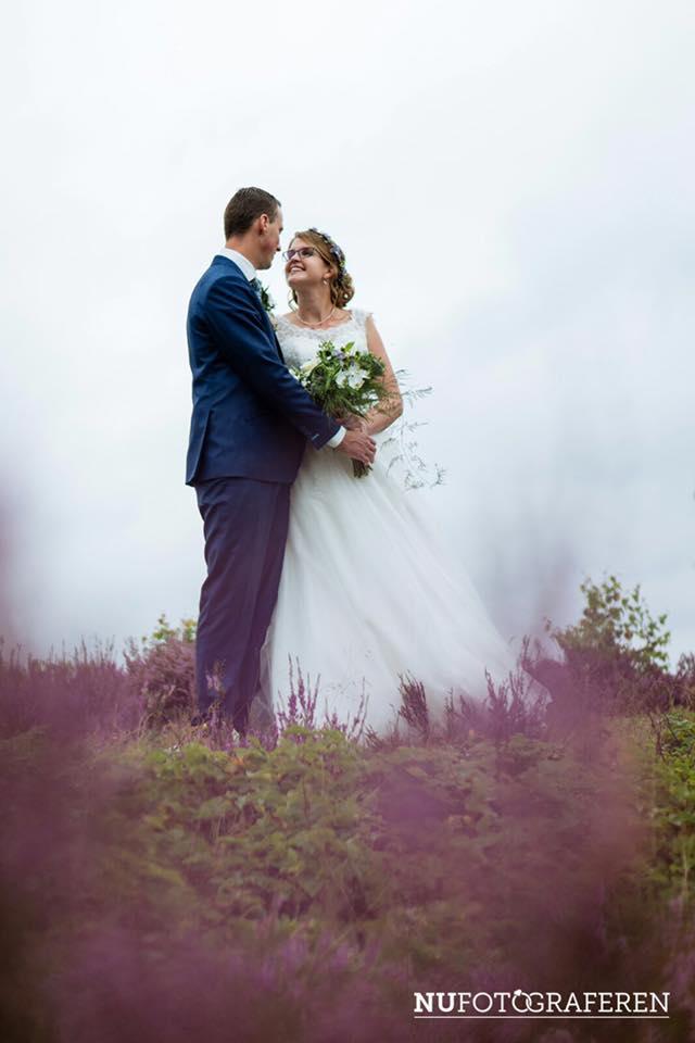 Bruid Kim in haar Sweetheart trouwjurk.