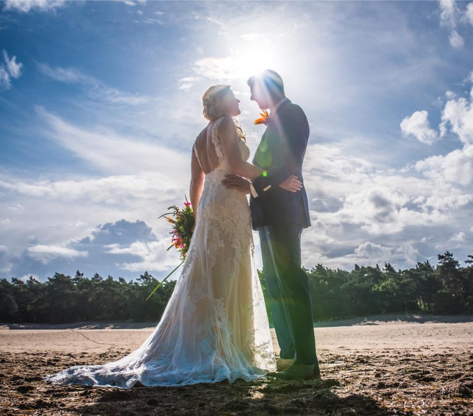 Bruid Gerriejanne in haar Blue by Enzoani trouwjurk