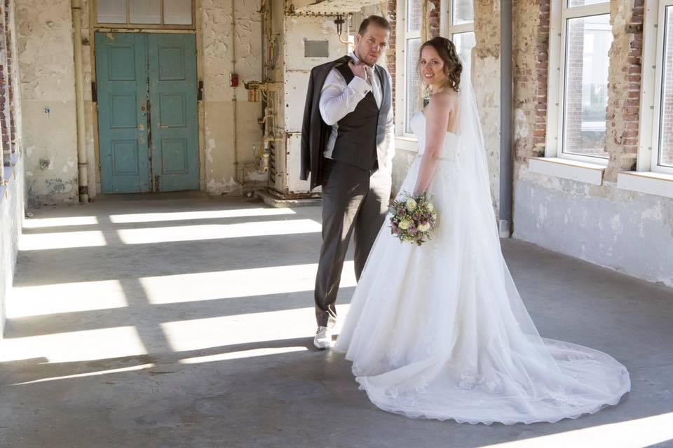 Bruid Nicole in haar Stella York trouwjurk